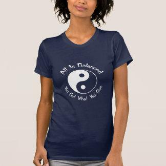 Símbolo de Yin Yang de la balanza Playeras