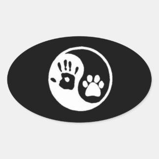 Símbolo de Yin-Yang de la mano/de la pata Pegatina Ovalada