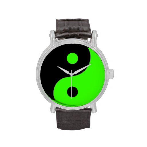 Símbolo de Yin Yang en verde y negro Relojes