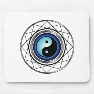 Símbolo de Ying Yang con resplandor azul Alfombrillas De Ratón