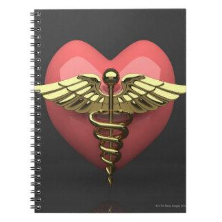 Símbolo del corazón con el símbolo médico caduceo libros de apuntes con espiral