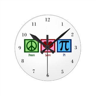 Símbolo del corazón pi del signo de la paz reloj redondo mediano