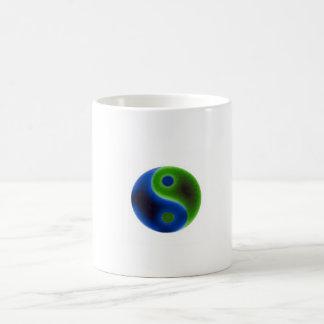 Símbolo del eco de la tierra taza básica blanca
