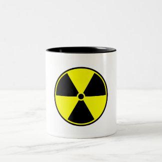 Símbolo del material radioactivo taza de dos tonos