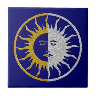 Símbolo del SOL y de la LUNA - plata del oro Azulejo