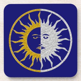 Símbolo del SOL y de la LUNA - plata del oro Posavasos