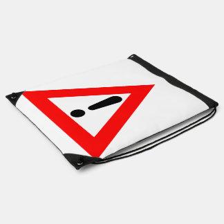 Símbolo del triángulo de la atención mochilas