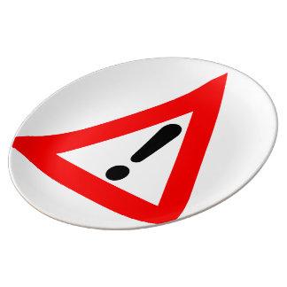 Símbolo del triángulo de la atención platos de cerámica