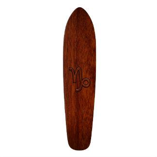 Símbolo del zodiaco del Capricornio en Brown de Skate Boards
