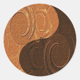 Símbolo entonado dos de Yin Yang del moreno Pegatina Redonda