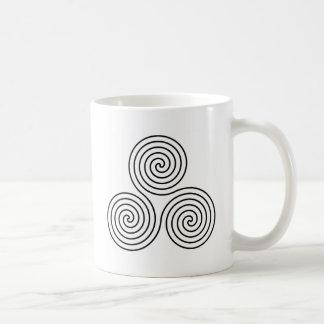 Símbolo espiral triple taza de café