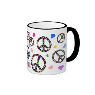 Símbolo, flores y corazones de paz colorido tazas