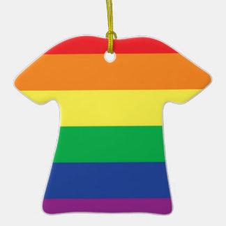 Símbolo gay de la bandera del orgullo de la adorno de cerámica en forma de playera