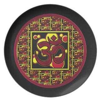 Símbolo hermoso w/Circles de OM Aum y cuadrados Platos De Comidas