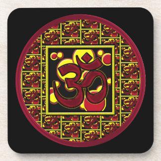Símbolo hermoso w/Circles de OM Aum y cuadrados Posavasos