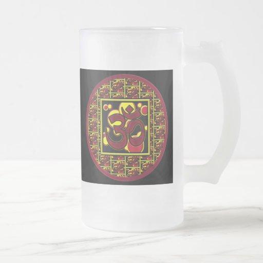 Símbolo hermoso w/Circles de OM Aum y cuadrados Taza De Cristal