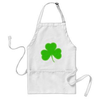 Símbolo irlandés del trébol delantal