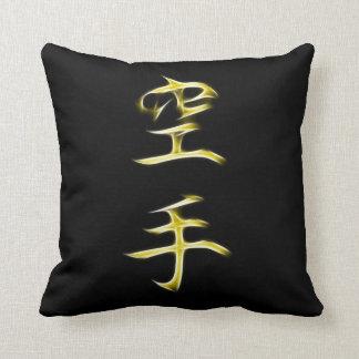 Símbolo japonés de la caligrafía del kanji del kar cojin