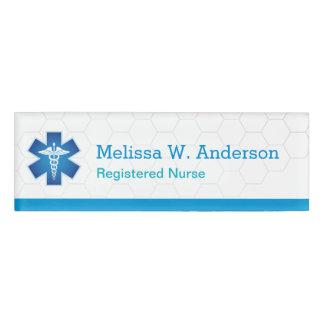 Símbolo médico blanco azul moderno de cuidado de etiqueta con nombre