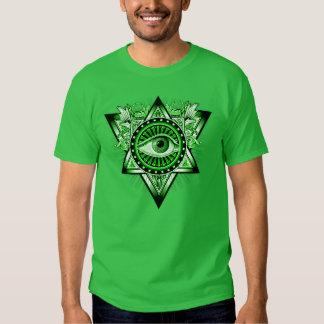 Símbolo místico del talismán del ojo del playera