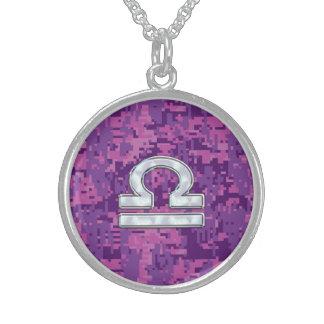 Símbolo moderno del zodiaco del libra en Digitaces Collar De Plata De Ley