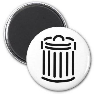 Símbolo negro del bote de basura imán redondo 5 cm