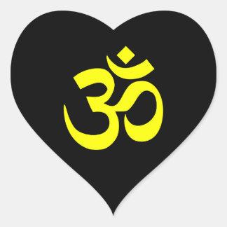 Símbolo negro y amarillo de OM Pegatina En Forma De Corazón