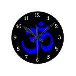 Símbolo negro y azul de OM Relojes