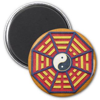 Símbolo octagonal del Taoist en colores brillantes Imán