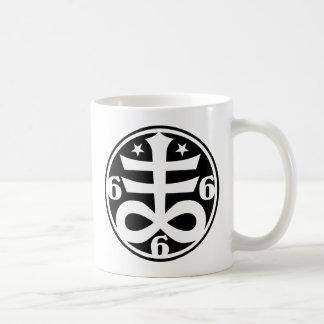 Símbolo oculto del gótico cruzado satánico taza de café