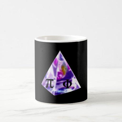 Símbolo pi de la pirámide y la ración de oro tazas de café