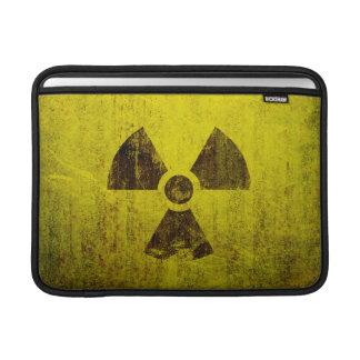 Símbolo radiactivo aherrumbrado fundas para macbook air