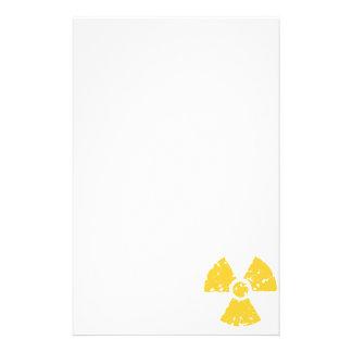 Símbolo radiactivo ambarino amarillo papeleria de diseño