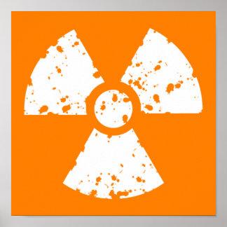 Símbolo radiactivo anaranjado póster