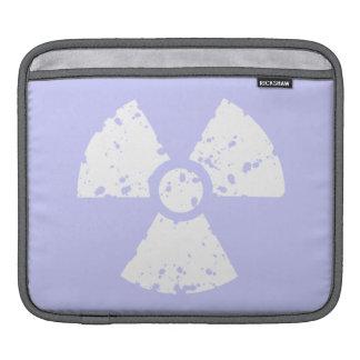 Símbolo radiactivo azul de la lavanda mangas de iPad