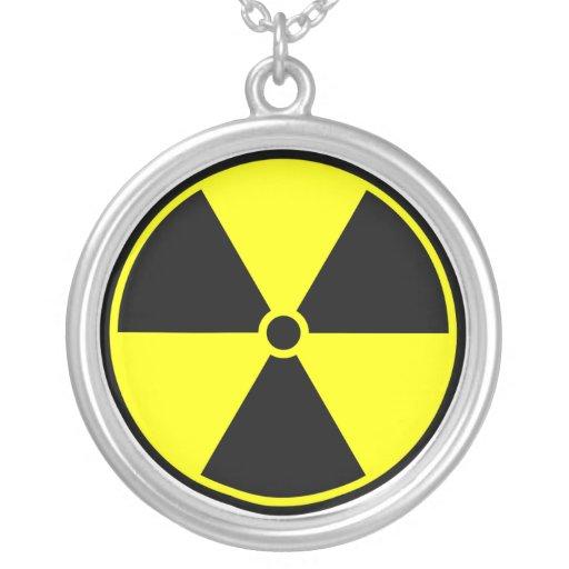 Símbolo radiactivo colgante redondo