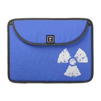 Símbolo radiactivo del azul real funda macbook pro