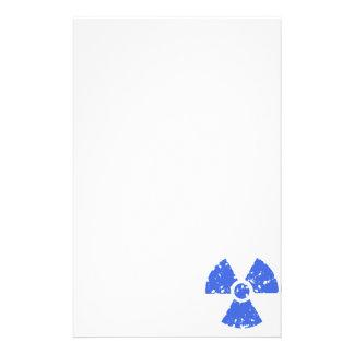 Símbolo radiactivo del azul real papelería de diseño