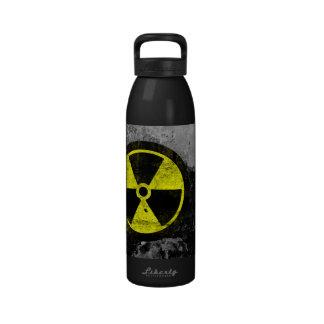 Símbolo radiactivo del Grunge Botellas De Agua Reutilizables