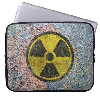 Símbolo radiactivo del Grunge Fundas Portátiles