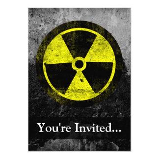 """Símbolo radiactivo del Grunge Invitación 5"""" X 7"""""""
