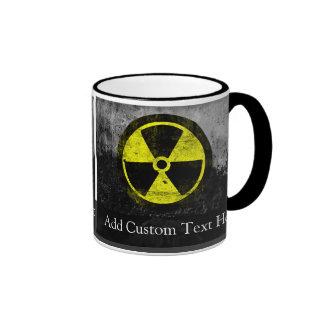 Símbolo radiactivo del Grunge Taza De Dos Colores
