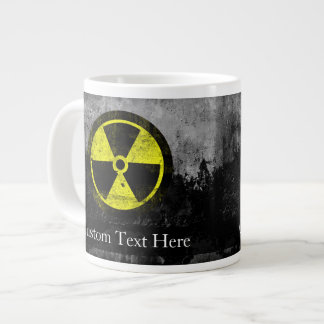 Símbolo radiactivo del Grunge Taza Grande