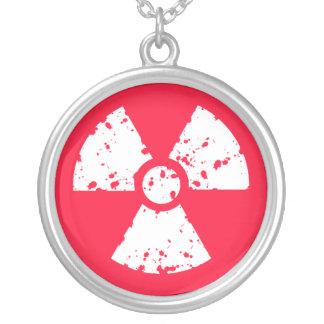 Símbolo radiactivo tóxico rojo del escarlata joyerias