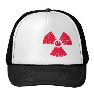 Símbolo radiactivo tóxico rojo del escarlata gorra