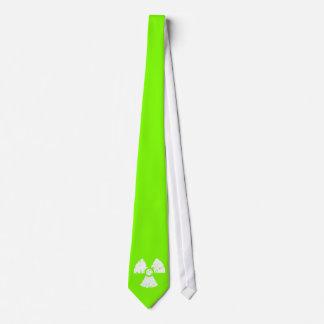 Símbolo radiactivo verde chartreuse, de neón corbatas