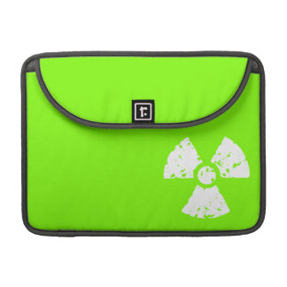 Símbolo radiactivo verde chartreuse, de neón fundas para macbook pro