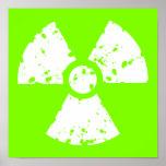 Símbolo radiactivo verde chartreuse, de neón posters