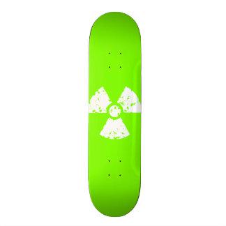 Símbolo radiactivo verde chartreuse, de neón patines