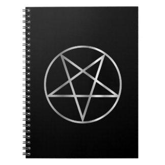 Símbolo religioso del pentáculo del satanism cuaderno